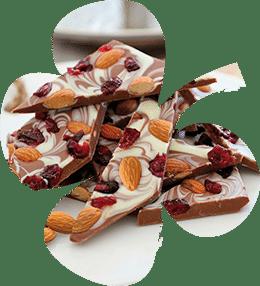 Шоколад със сушени червени боровинки и сурови бадеми