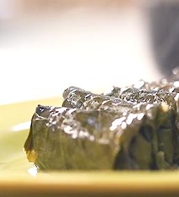 Постни лозови сарми с червени боровинки